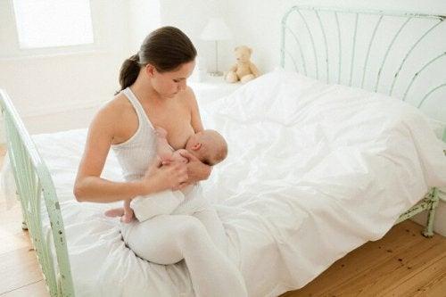 Quanto tempo o bebê deve dormir antes de se alimentar?