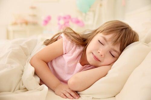 Quanto tempo as crianças precisam dormir?
