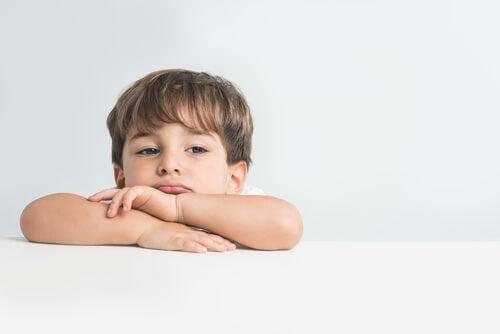 Como explicar as emoções para as crianças?