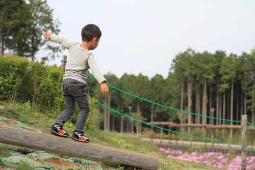 7 exercícios para melhorar o equilíbrio das crianças