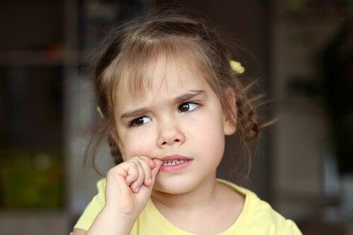 Quando se preocupar com a onicofagia?