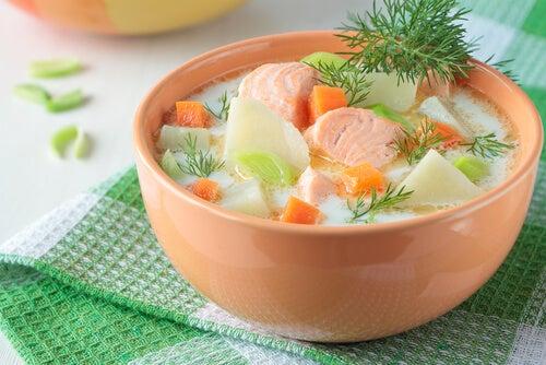 sopa de salmão e verduras