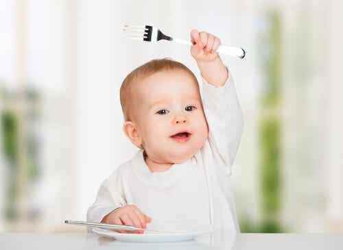 10 alimentos que você não deve dar ao bebê