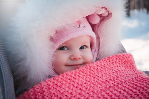 De que tipo de roupa um recém-nascido precisa no inverno?