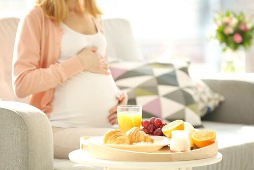 8 alimentos que uma grávida não deve comer