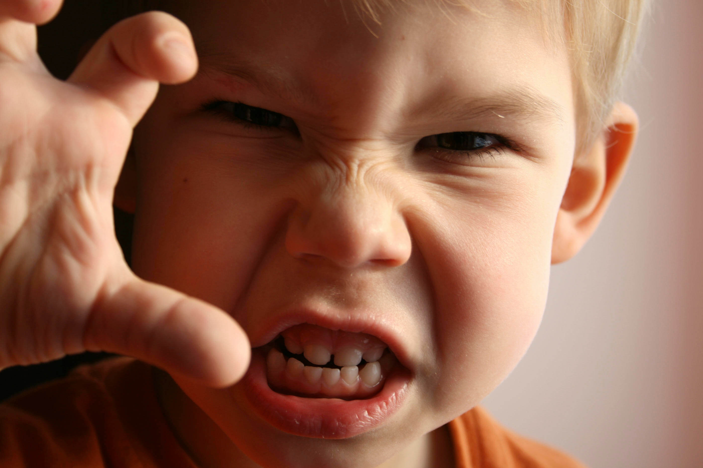 criança com raiva