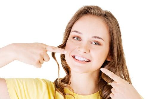 Evitar manchas nos dentes permanentes