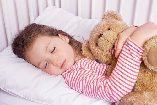 A técnica 4-7-8 que vai fazer seu filho dormir em um minuto