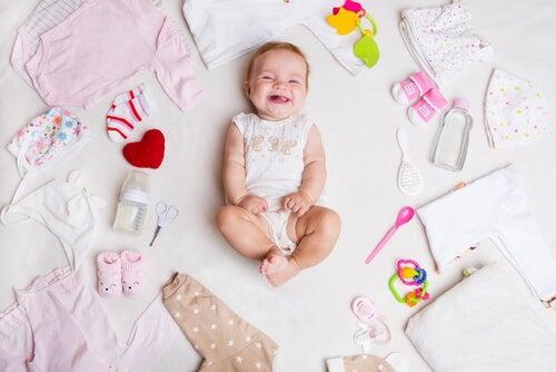 Que tipo de roupa um recém-nascido precisa vestir no verão?