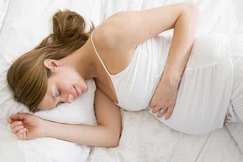 5 posturas para dormir durante a gravidez
