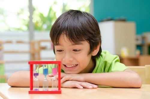 Como ensinar as crianças a saber esperar?