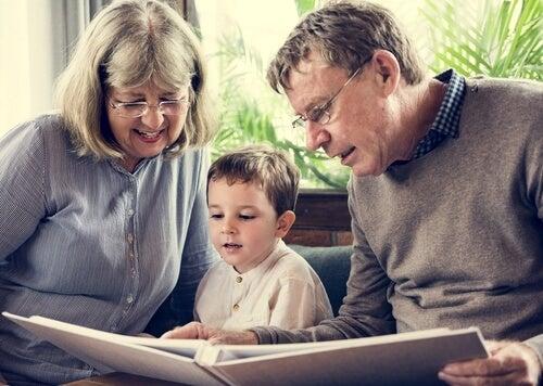 avós e neto
