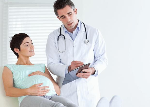 grávida no médico