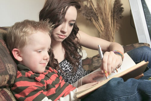 Como ajudar seu filho a ler em voz alta?