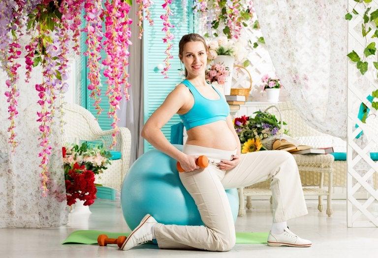 Como a bola suíça pode ser usada durante a gravidez?
