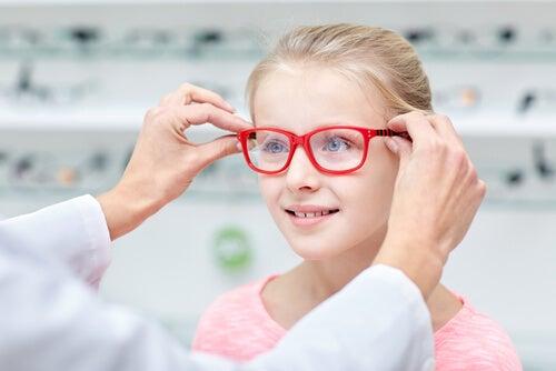 3b849fa4cafee Como saber se meu filho precisa de óculos  – Sou Mamãe