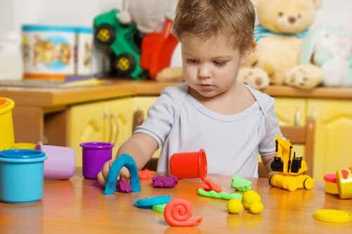 Benefícios da massinha de modelar para as crianças