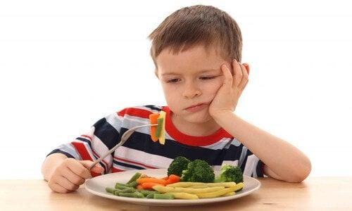 Muitas crianças relutam em comer vegetais