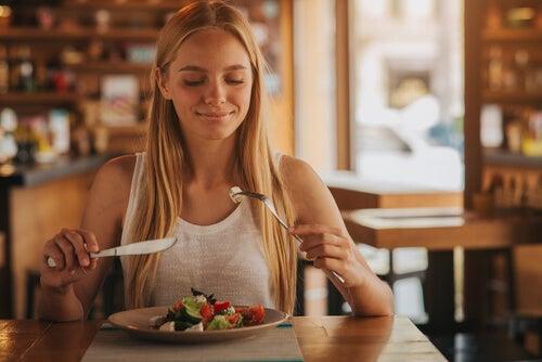Comer de forma saudável fora de casa durante a gravidez