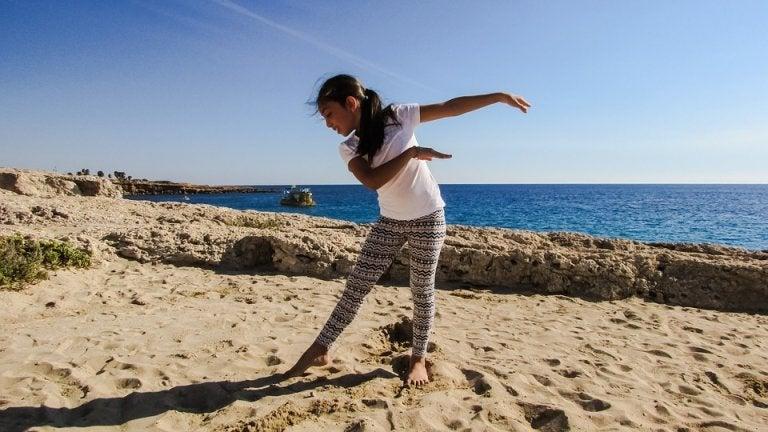Esportes para praticar na praia com as crianças