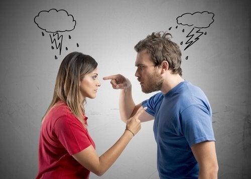Por que não é bom discutir na frente das crianças?