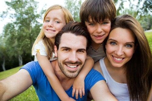 Do que depende a cor dos olhos e cabelos dos filhos?
