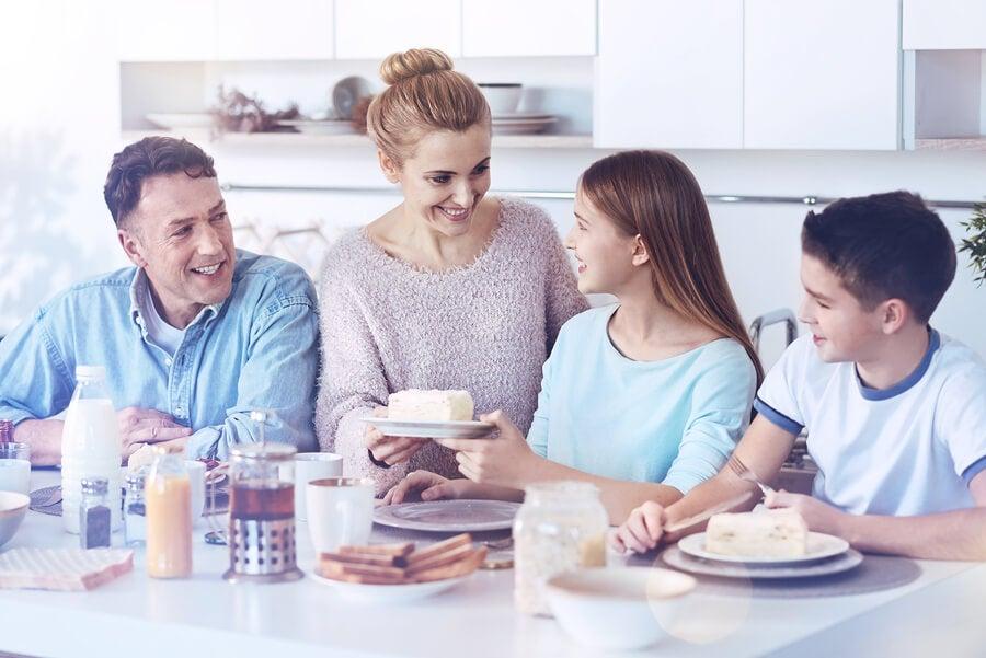6 benefícios de almoçar e jantar em família