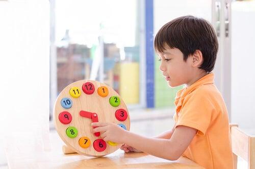 ensinar as crianças a serem pontuais