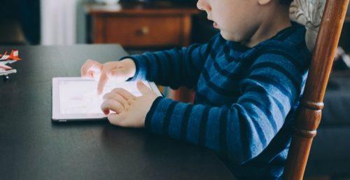 uso dos tablets pelas crianças