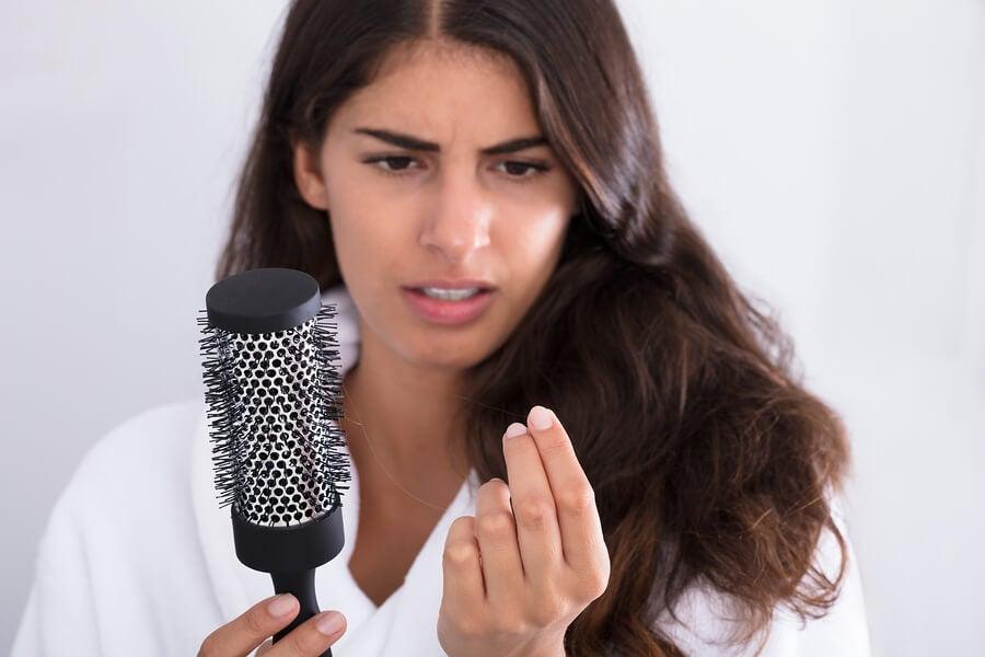 Queda de cabelo após o parto: o que fazer?