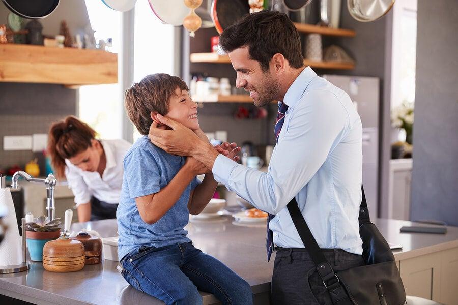 Por que os pais devem se despedir dos filhos antes de sair de casa?
