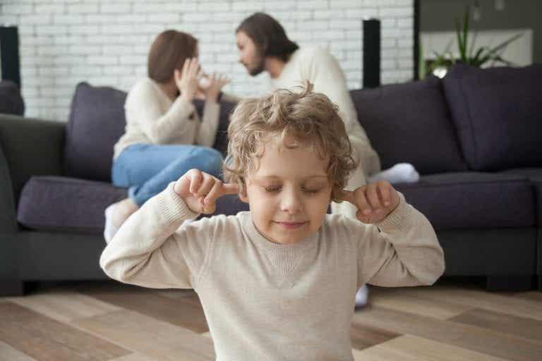 O divórcio dos pais afeta da mesma maneira na infância e na adolescência?