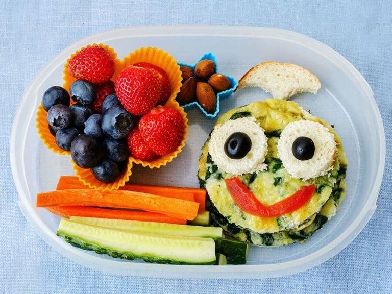 Crianças com medo de experimentar novos alimentos? Veja algumas dicas!