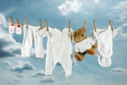 lavar as roupas do bebê