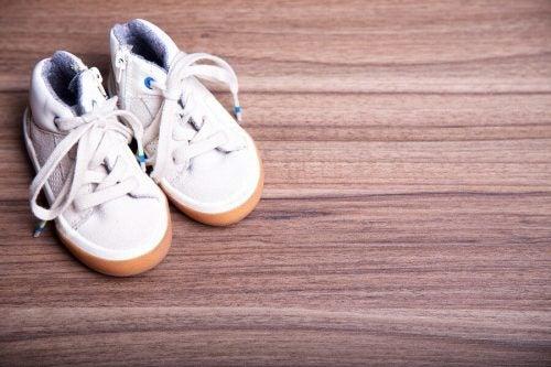 Perigos dos tênis com rodinha para crianças