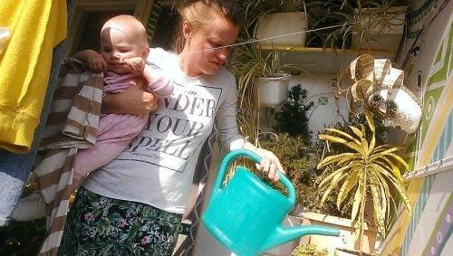 Uma jovem documenta o dia a dia de sua maternidade