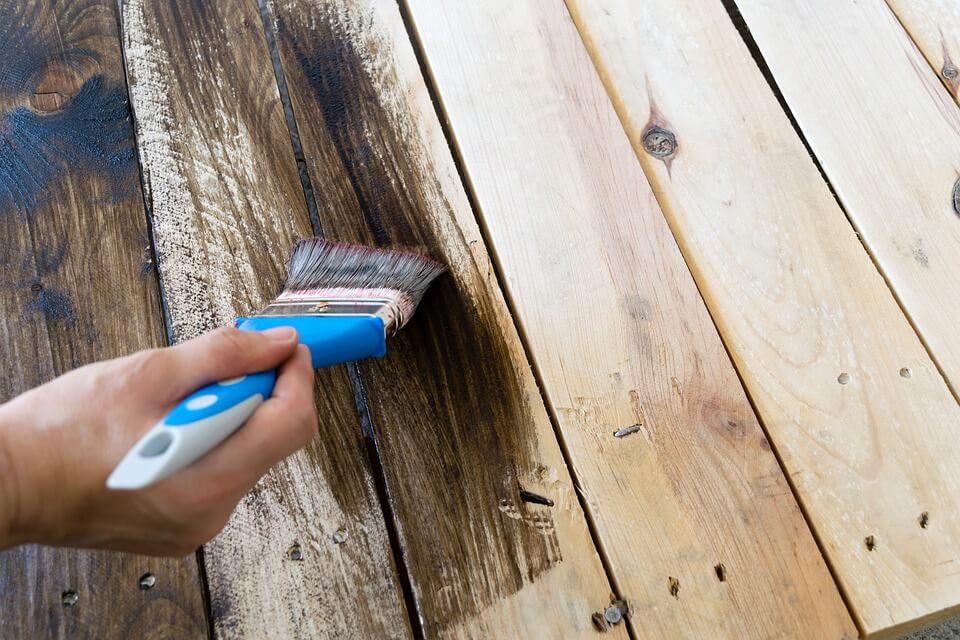 remover tinta dos móveis