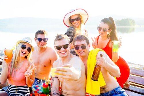 A popularidade e a adolescência estão diretamente relacionadas aos amigos e contatos nas redes sociais.