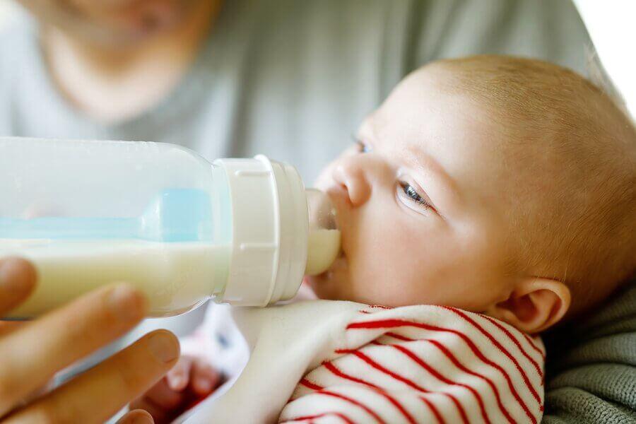 Quantidade recomendada de leite de acordo com a idade do bebê