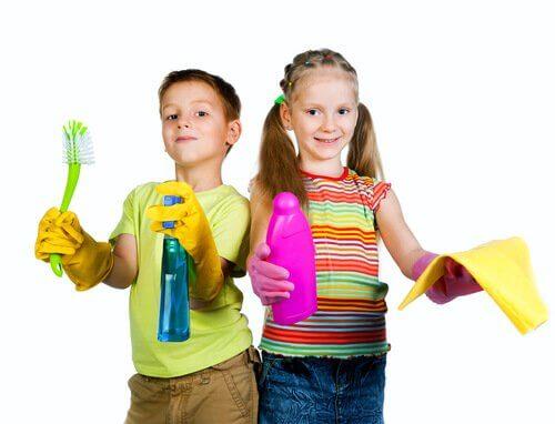 Crianças prontas para limpar