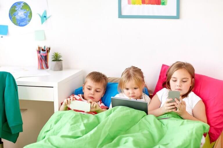 Com que idade as crianças devem ter um celular?