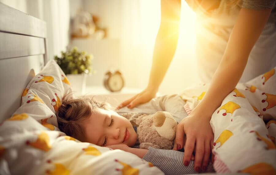 Como ajudar o meu filho a ter menos dificuldade de acordar cedo?