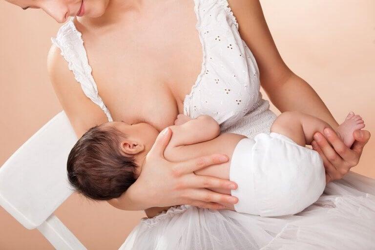 O que você pode fazer para produzir mais leite materno?