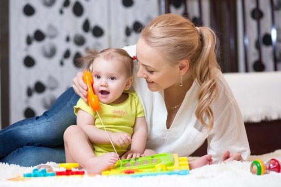 Como estimular o bebê a começar a falar?