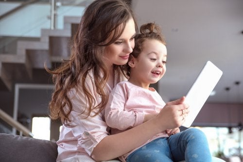 As crianças sabem lidar com dispositivos eletrônicos desde cedo.
