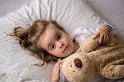 É importante escolher as palavras certas para conversar com seu filho para a educar e prevenir o abuso.
