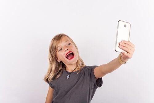 Surpreendentemente, o excesso de confiança é também um dos problemas mais frequentes de autoestima em crianças.