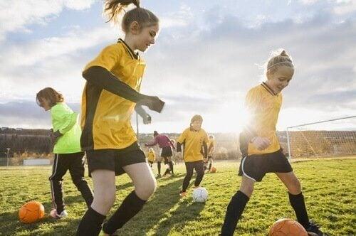 praticar esportes