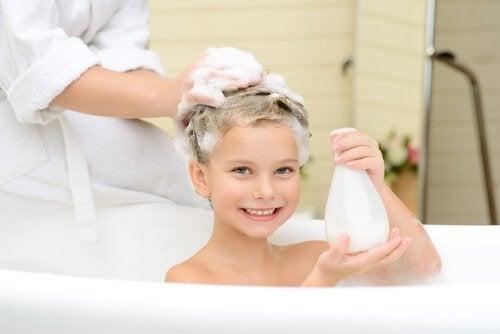 A frequencia de lavar o cabelo das crianças depende das atividades de cada uma