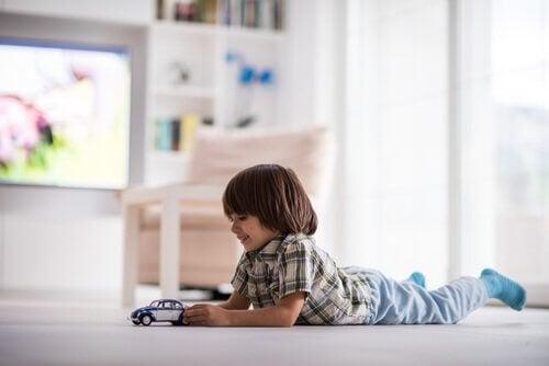 Brincar sozinhas é bom para a personalidade da criança.